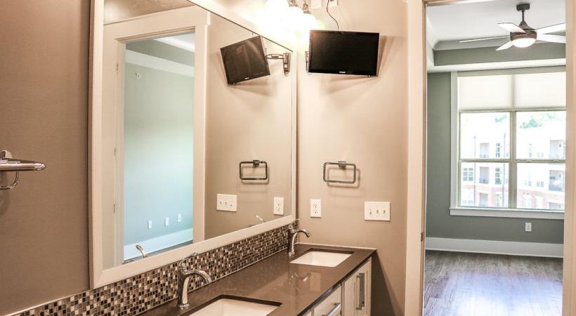 Executive Apartment Bathroom with Media Kit